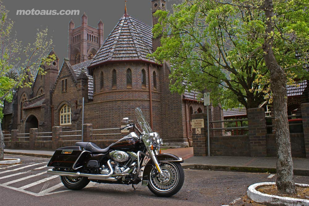 harley2011_road-king_road-king-armidale-church