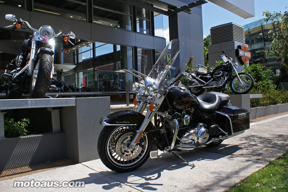harley2011_road-king_road-king-dealer-1