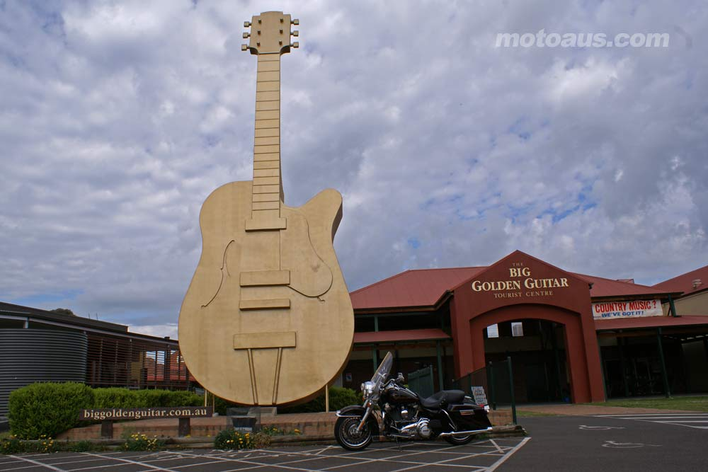 harley2011_road-king_road-king-guitar