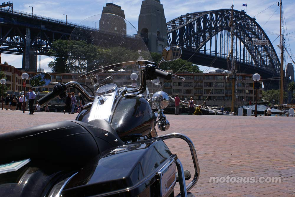 harley2011_road-king_road-king-harbour-bridge