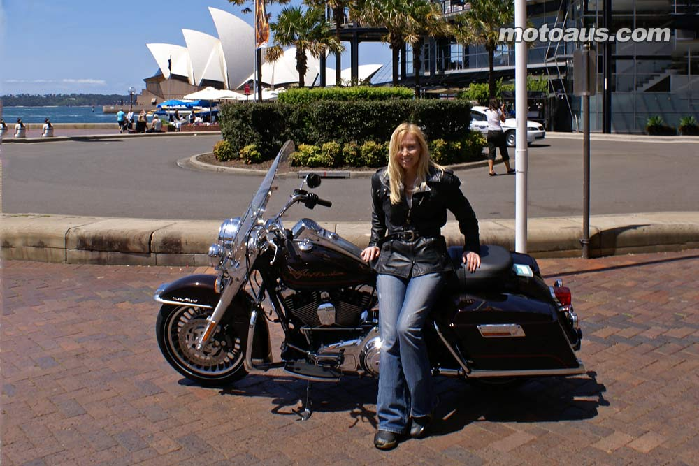 harley2011_road-king_road-king-opera-house
